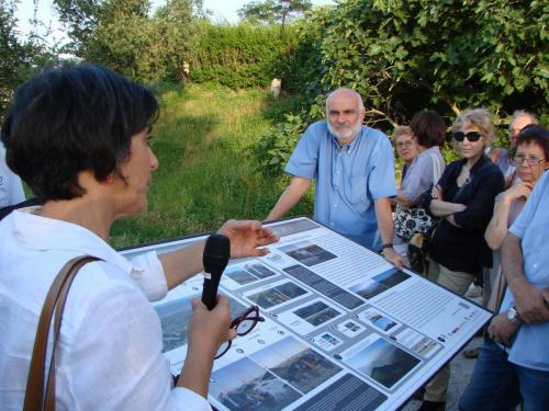 Olivia Nesci durante una spiegazione loc. Pugliano Vecchio Villagrande di Montecopiolo PU
